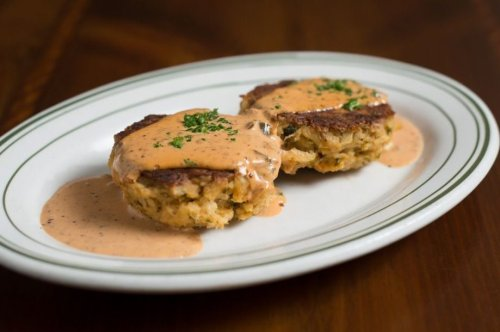 How to Make Geoffrey Zakarian's New England Crab Cakes, Secret Ingredient Included
