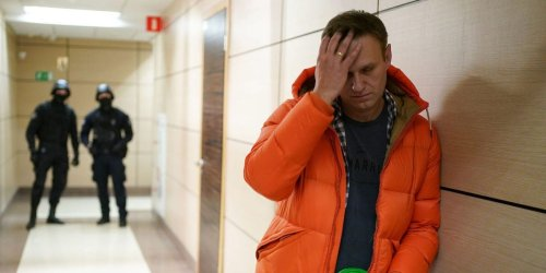 Top Kremlin critic Alexei Navalny says he's a 'skeleton walking, swaying, in its cell'