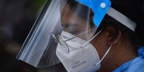 A doctor from Oregon who said mask-wearing can lead to carbon monoxide poisoning got his medical license revoked