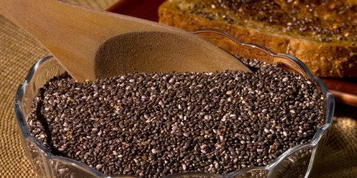 TikTokers are putting chia seeds in water to help with weight loss, and nutritionists say it could work