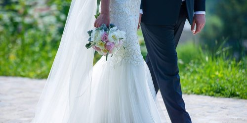 A Seattle couple is reportedly requiring all guests of their summer wedding, including vendors, to be fully vaccinated in order to attend