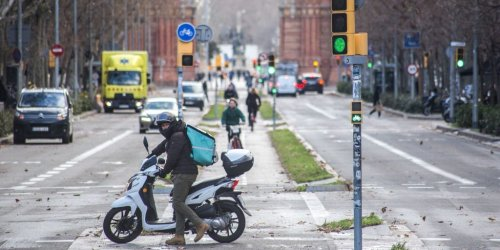 Amazon-backed food delivery company Deliveroo is leaving Spain as the country's 'rider law' goes into effect. Former employees say losing a key McDonald's deal to competitor Glovo was a major blow.