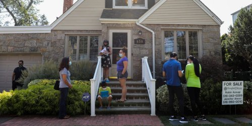 Realtors from across the country say writing a letter to the seller could help or hurt your chances of closing a deal. Here's when the practice could benefit you the most.