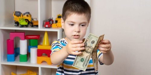 4 ways to teach kids about money before their habits are set at age 9