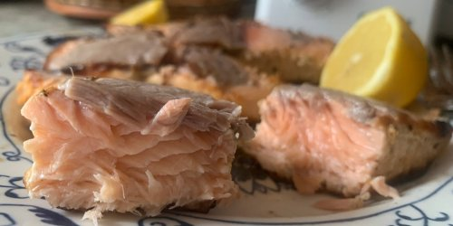 I tried Mark Bittman's 5-ingredient salmon recipe and got dinner ready in 10 minutes