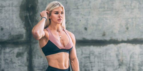 3 ways to reduce gym anxiety if you're new to fitness, according to 'Wonder Woman' actress and former CrossFit athlete Brooke Ence