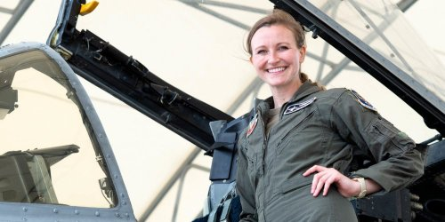 Pilot who belly landed her plane without landing gear or cockpit canopy will be the first woman A-10 pilot to receive a coveted award