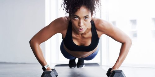 10 exercises to tone your arms without weights or the gym, recommended by a personal trainer