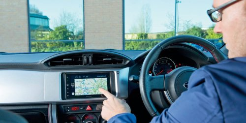 How to use Apple CarPlay and use your iPhone apps hands-free while driving