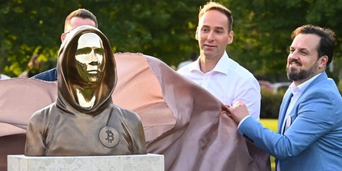 Anonymous Bitcoin founder commemorated in Budapest with bronze featureless statue