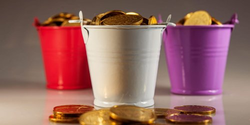 Bar worker's final pay check was thousands of 5 cent coins in a bucket, say reports