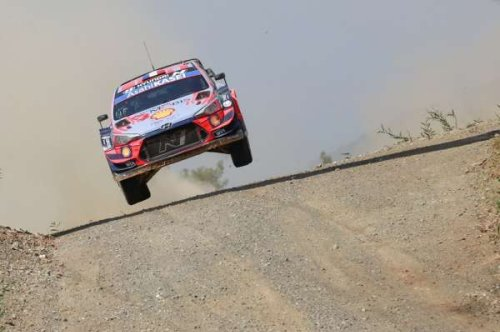 Neuville sets the pace after dramatic day on Rally Turkey