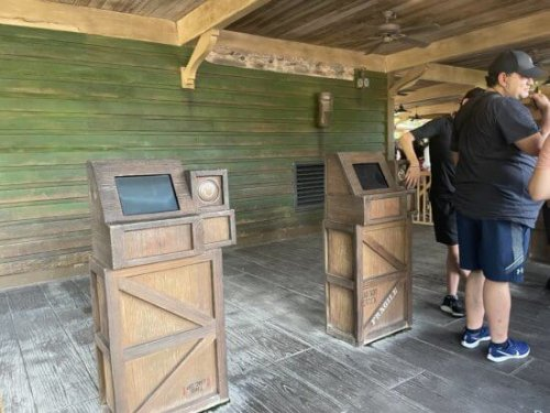 FastPass Kiosk Removal Continues, Reveals Discoloration