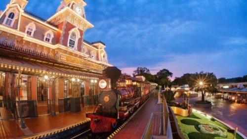 Florida Rain FLOODS Tomorrowland in Magic Kingdom