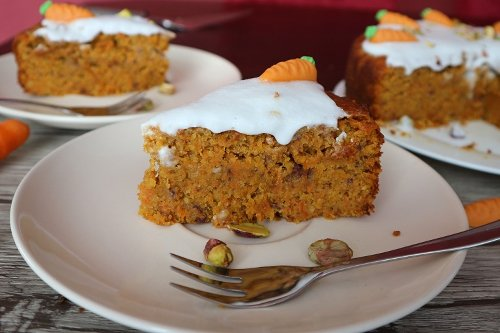 Karottenkuchen vegan: Rezept für saftigen Möhrenkuchen / Rüblikuchen