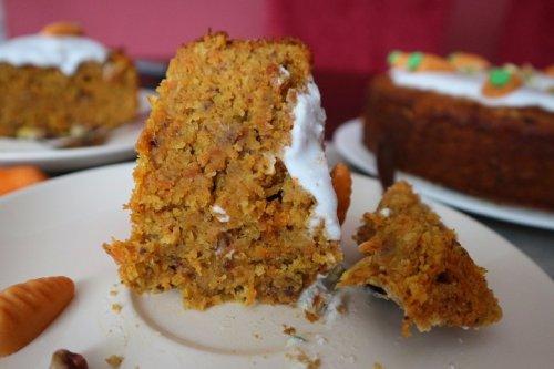Karottenkuchen vegan – Rezept für saftigen Möhrenkuchen / Rüblikuchen