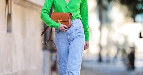 Diese High Waist Mom Jeans macht einen knackigen Po und kostet nur 50 Euro!