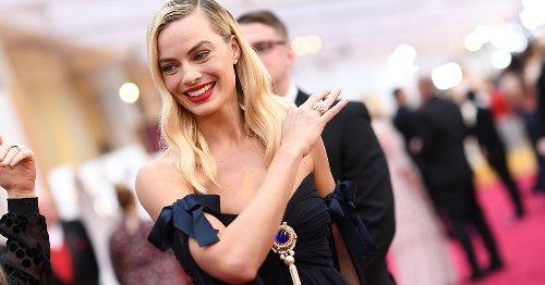 Perfekter Pony für feine Haare: Margot Robbie trägt bei den Oscars 2021 den Feathered Fringe