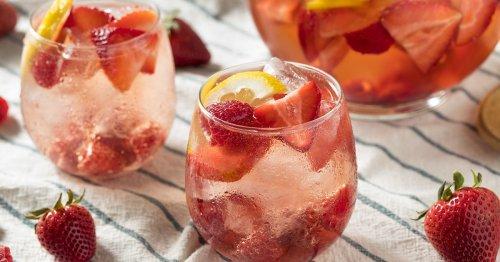 Rezept für den Sommer: Fruchtige Hugo-Bowle mit Erdbeeren