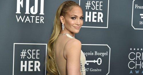 Der Jeansrock ist zurück! Jennifer Lopez zeigt, wie er zum Modetrend wird