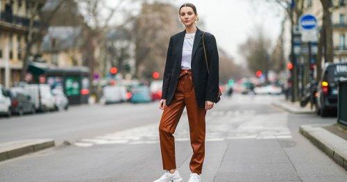 Statt Schwarz! C&A zeigt, welche Farben bei Lederhosen im Herbst 2021 Modetrend sind