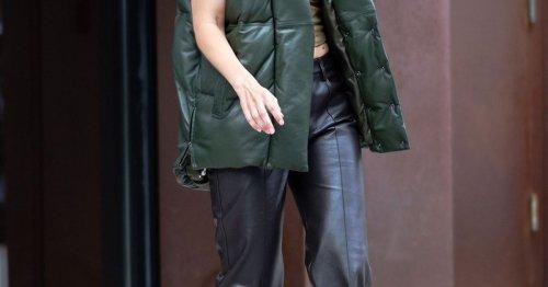 Modetrend: Gigi Hadid zeigt, welche Farbe Daunenwesten im Herbst 2021 haben müssen