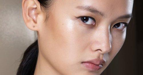 Schöne Haut dank Hagebuttenöl: Welche 7 Produkte mit der Wildrose überzeugen