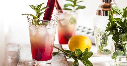 Bye, Aperol Spritz! Dieses Rezept mit Rhabarber wird der Trend-Drink im Sommer 2021