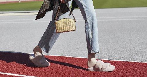 """Estas sandalias de peluche son muy """"fuertes"""" pero convertirán tu estilismo en 'cool' al instante"""