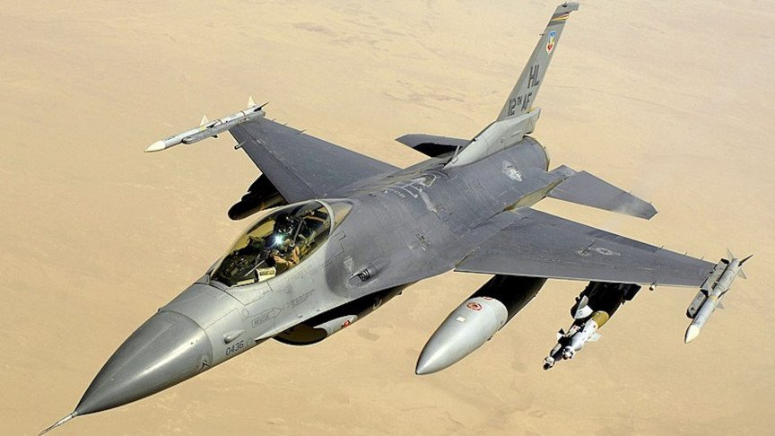The First Privately-Owned F-16 Fighter Jet Takes Off