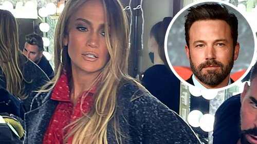 Jennifer Lopez Flaunts Curves in Sultry Dressing Room Photo After Montana Getaway With Ben Affleck