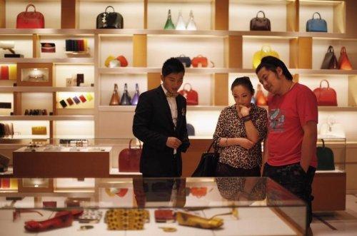 Luxus-Aktien wegen Einzelhandelsdaten aus China unter Druck - neue Lockdowns Von Investing.com