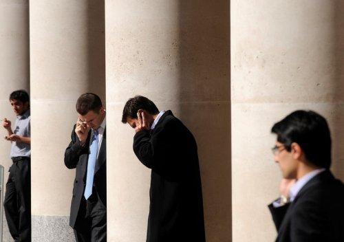 英国股市上涨;截至收盘Investing.com 英国 100上涨0.66% 提供者 Investing.com