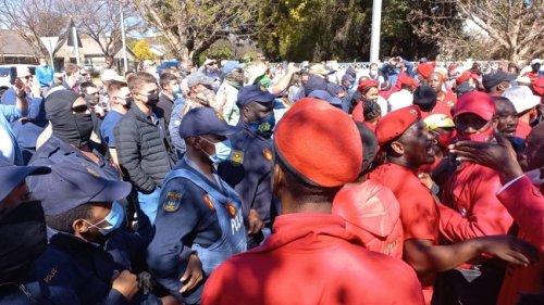 WATCH: EFF protest at Huis Herfsblaar retirement home demanding fair treatment of black staff