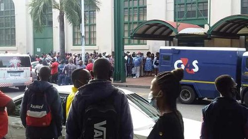 PICS: Cop wounded in Durban CBD attempted cash heist