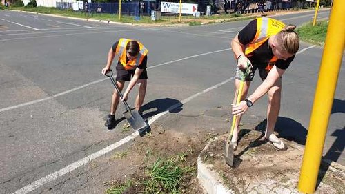 Fed up Joburg residents take matters into own hands by fixing potholes, cleaning streets