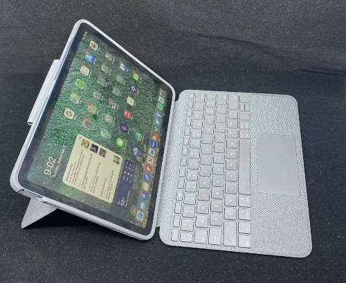 Logitech's Folio Touch Keyboard Case for the iPad Air is a Winner