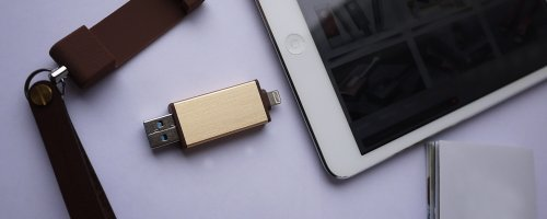 How to Use a USB Drive with an iPhone or iPad