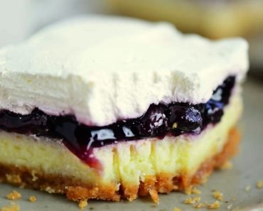 Blueberry Cheesecake Cake (Ready in 30 Minutes)