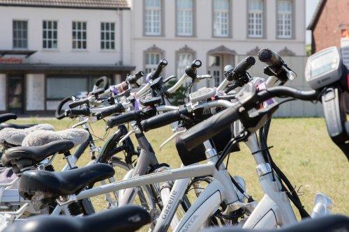 De nouvelles aides pour acheter une camionnette ou un vélo électrique   Journal du Geek