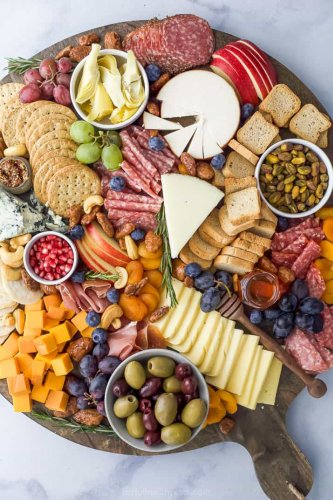 How to Make an Epic Holiday Cheese Board in 10 minutes