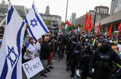 Jews assaulted during a pro-Israel protest in Toronto - watch