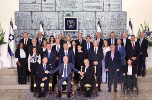 Photo of new ministers shows achievements, failures in treating divisions