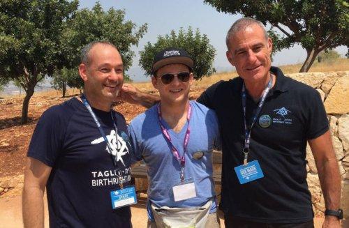 Actors volunteer to escort LA Jews to synagogue