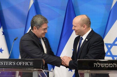 Honduran president dedicates embassy in Jerusalem with Bennett