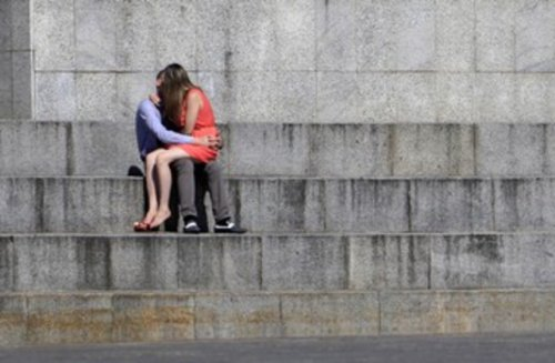 'Kissing disease' among teens could trigger MS- study