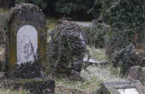 Archaeologists explore medieval grave robbing phenomenon