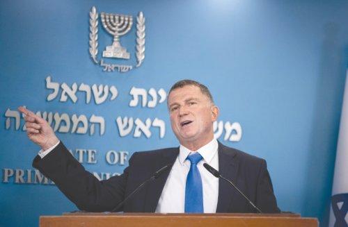 Edelstein mocks Netanyahu for saying current gov't may last until 2025