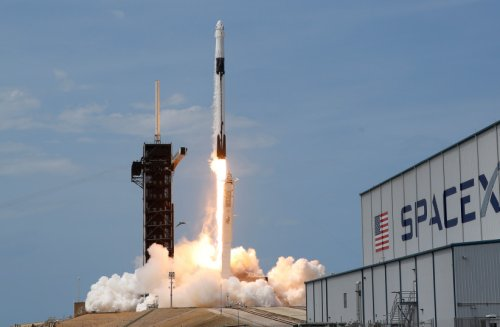 'NASA rules,' Musk says as SpaceX wins $2.9 billion moon lander contractW