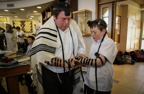 What does archaeology tell us about the origins of Judaism?